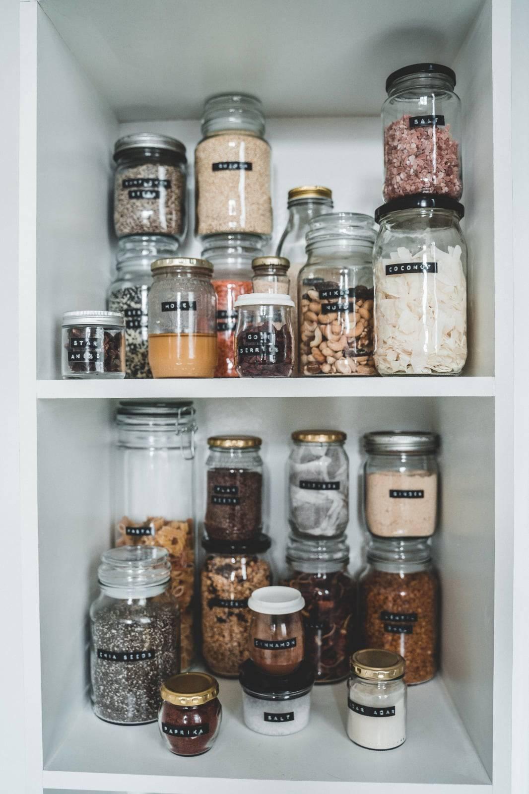 הדברת עש המזון - סידור קופסאות במטבח